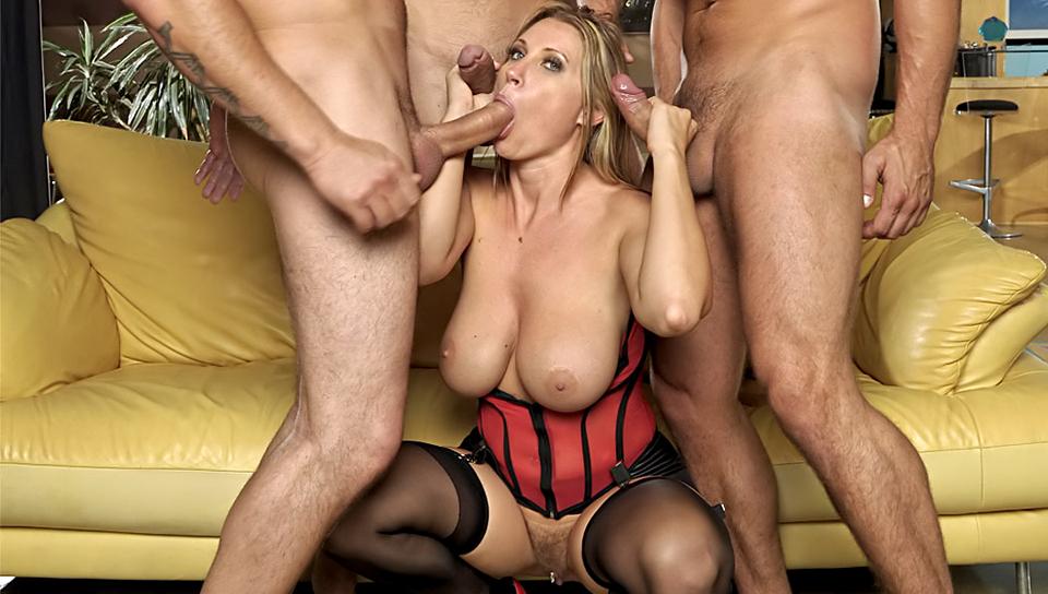 Luscious Teen Cassandra Nix And Milf Eva Enjoyed Threesome Vid