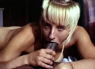 Bubble Butt Babes, Scene 04