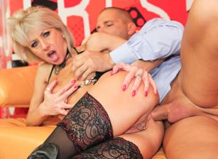Anal Cougars, Scene 03